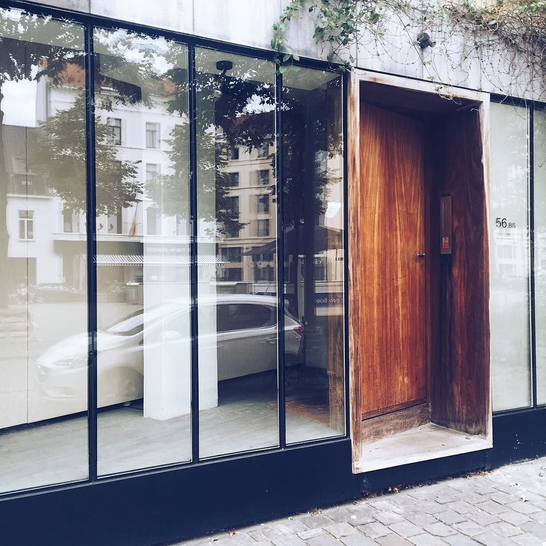architecture cravings Pretty entrance spotted in brussels. #architecture #entrance #interior #architectureinspiration #fabienvantomme #design #wood #steel #steelwindows #dezeen #wallpaper #brussels #architect