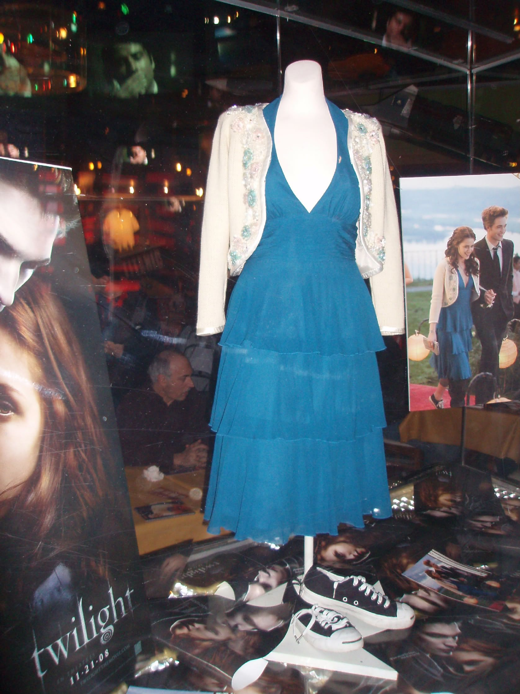 Bella\'s prom dress & shoes...are those Converse?! | The Twilight ...