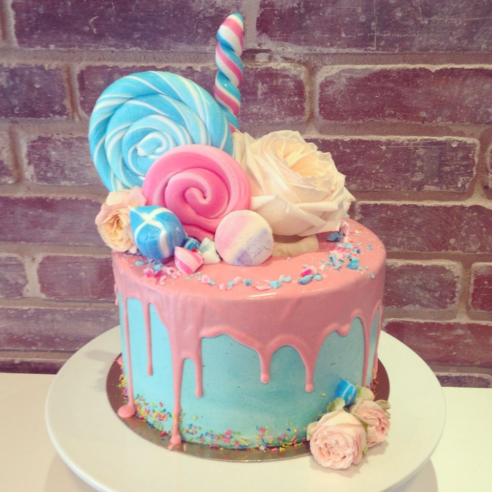 Boy Or Girl Baby Shower Drip Cake With Images Baby Reveal
