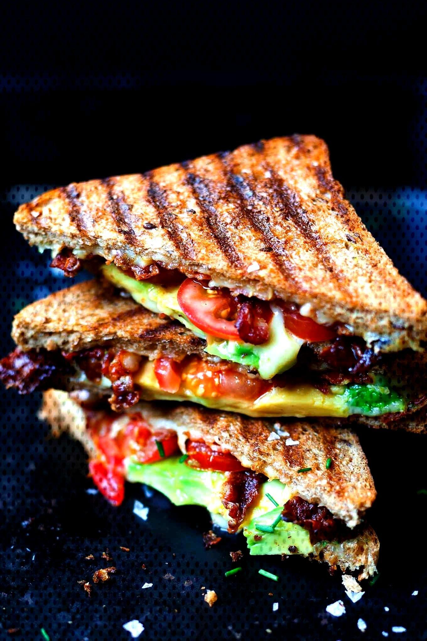Sandwich au fromage grillé au bacon et à l'avocat - Kochkarussell - -