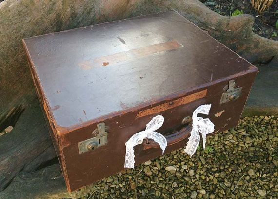 Etsy の Vintage Suitcase shabby chic style by youruniquescrapbook