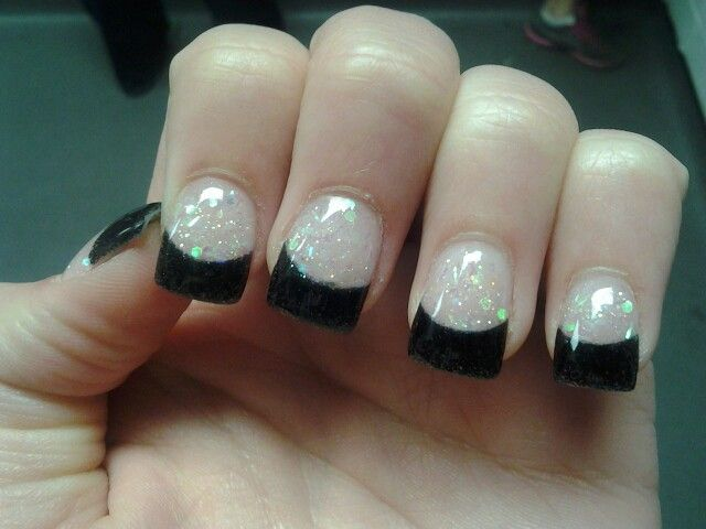 glitteryblack prom nails perfect for a black dress or