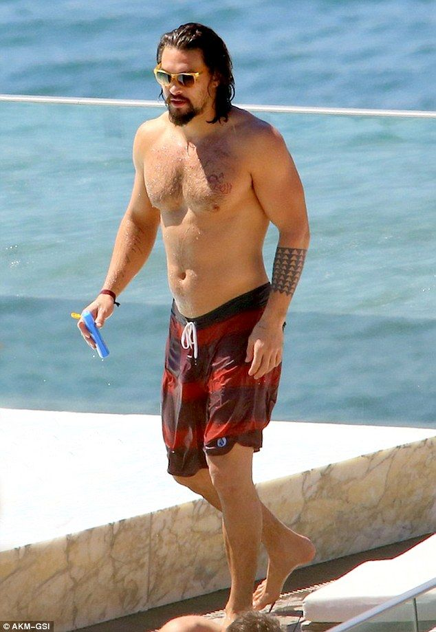 Jason Momoa displays his chiseled chest poolside on ...