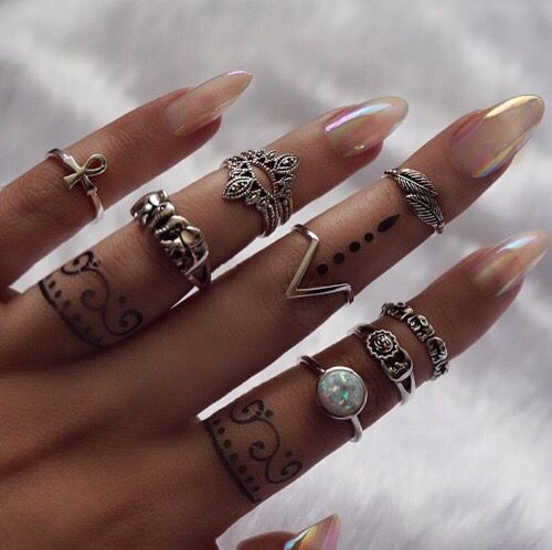 This is what I want to do. Henna midi rings. Because I love the look but hate those little rings snagging everything!