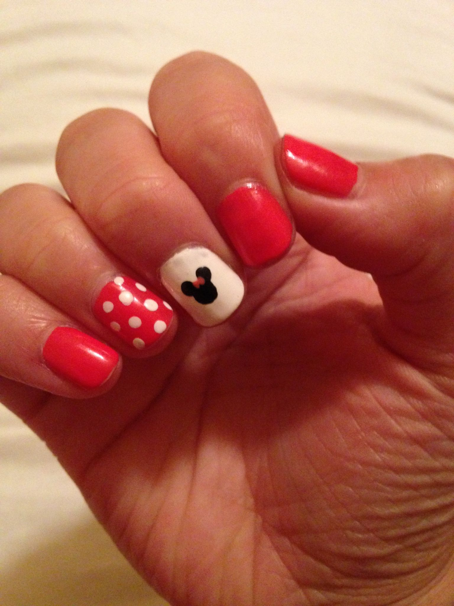 Minnie Mouse nails! Hot pink polka dot   Disney Stuff :)   Pinterest