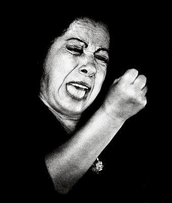 Fernanda Y Bernarda Escultura I Mujer Interesante Retratos Cantantes Españoles