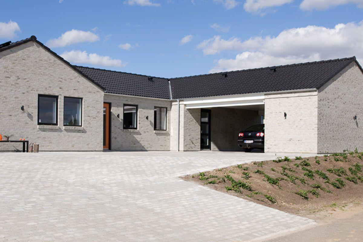 Integreret vinkelcarport med afvalmet tag og redskabsrum. | eurodan-huse. Carporte | Pinterest ...
