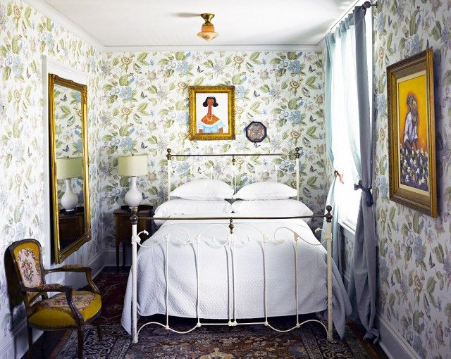 20 Tiny Bedrooms That Don T Skimp On Style Tiny Bedroom Small Bedroom With Wallpaper Small Bedroom