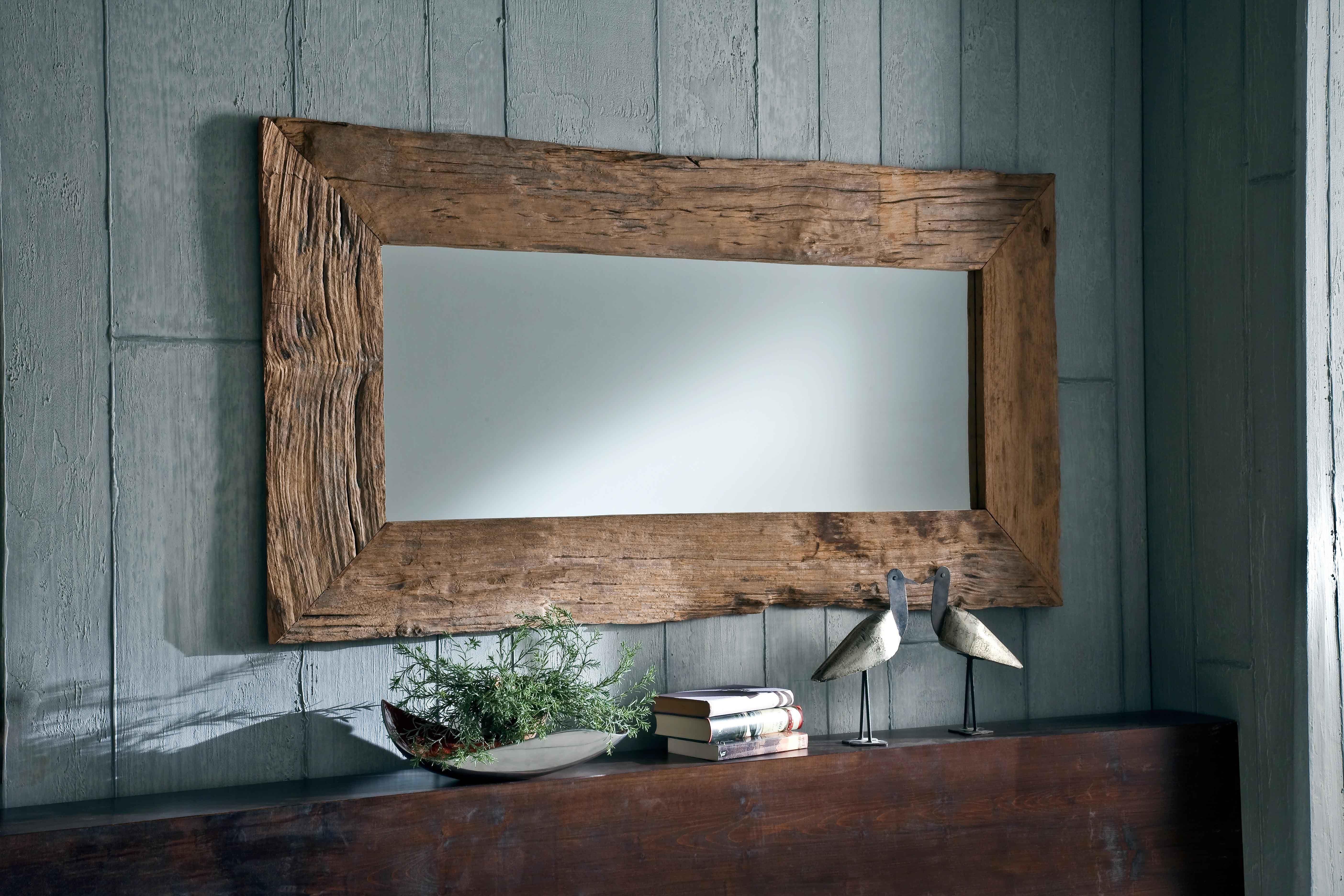 Ein #Spiegel mit einem solchen Rahmen, sieht man nicht alle Tage. Hinzu kommt, dass dieser #Spiegel der #UNIKAT-Serie aus #Teak-#Altholz besteht oder noch genauer gesagt #Wurzelholz, ein #Holz, welches erst mühevoll mit #Hand nachbearbeitet wird.