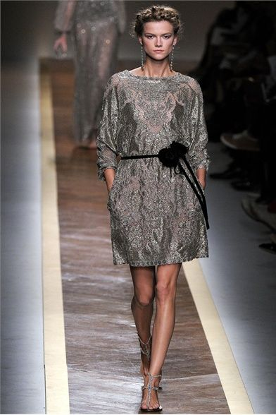 Sfilata Valentino Paris - Collezioni Primavera Estate 2012 - Vogue