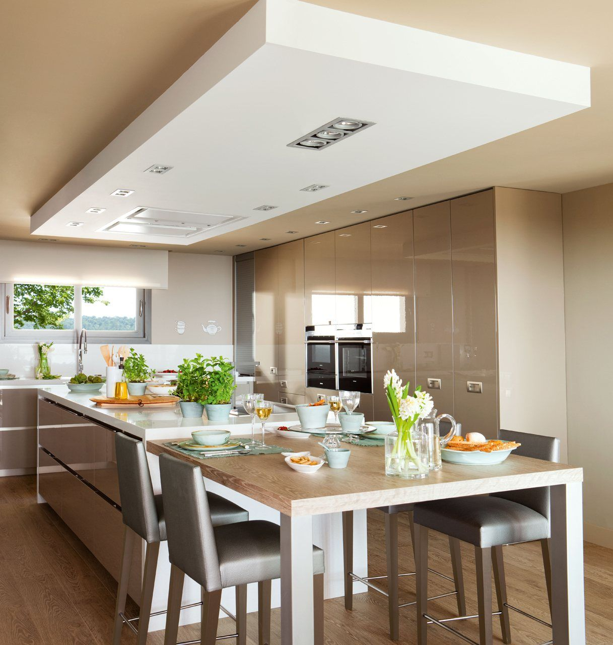 Cocinar con vistas | Kitchens, Modern kitchen tables and Ceiling