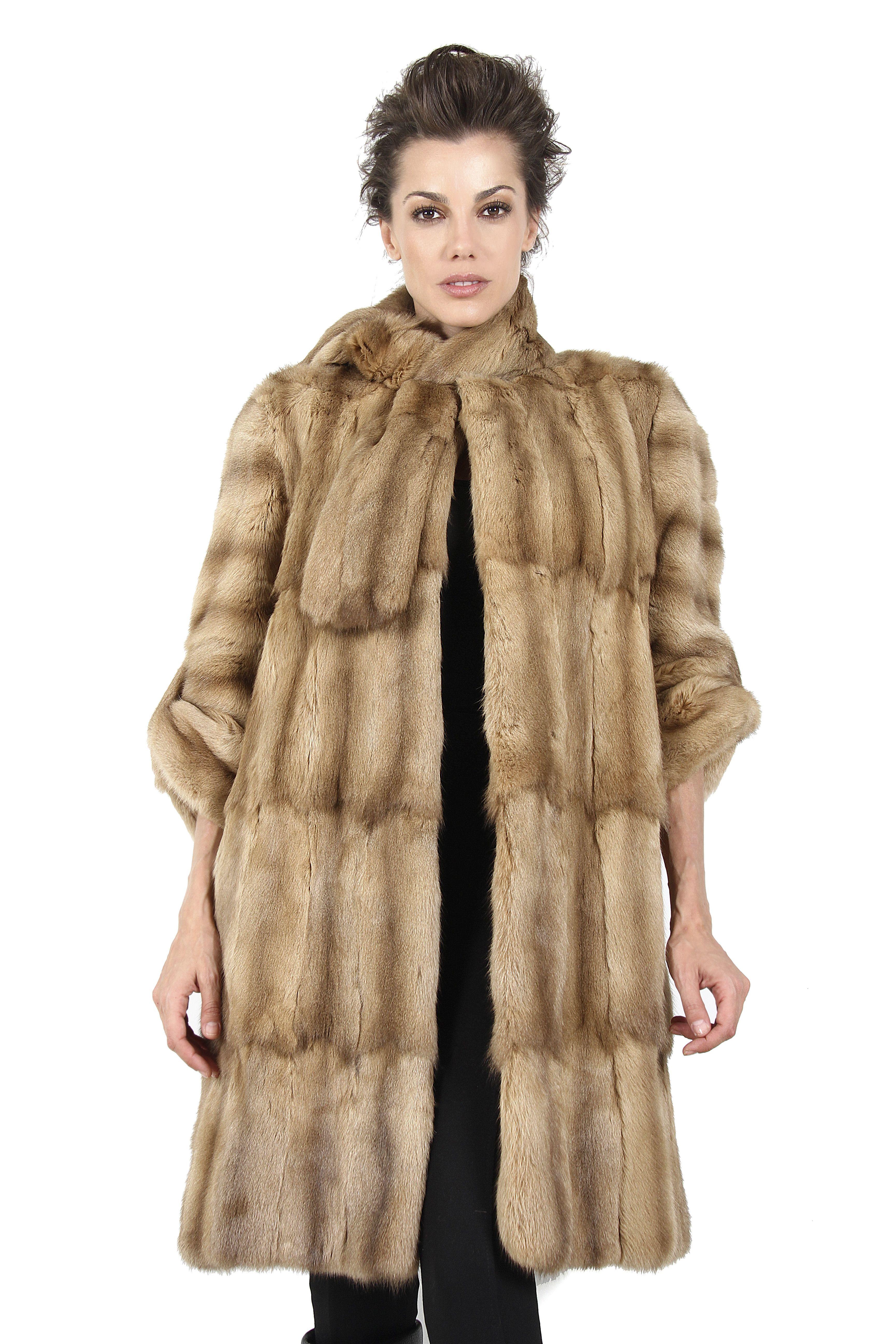 Abrigo de Petit Gris Camel. Camel Petit Gris Coat.  boutique  moda  fashion   winteriscoming  fur  coat  abrigo  piel  peleteria  auroramaroto 73198a6ce683