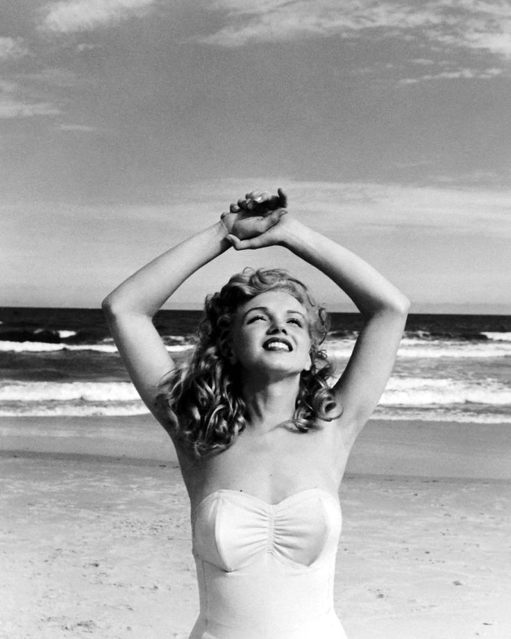 Marilyn At Tobey Beach 1949 Photo By Andre De Dienes Marilyn Monroe Photos Marilyn Monroe Marilyn