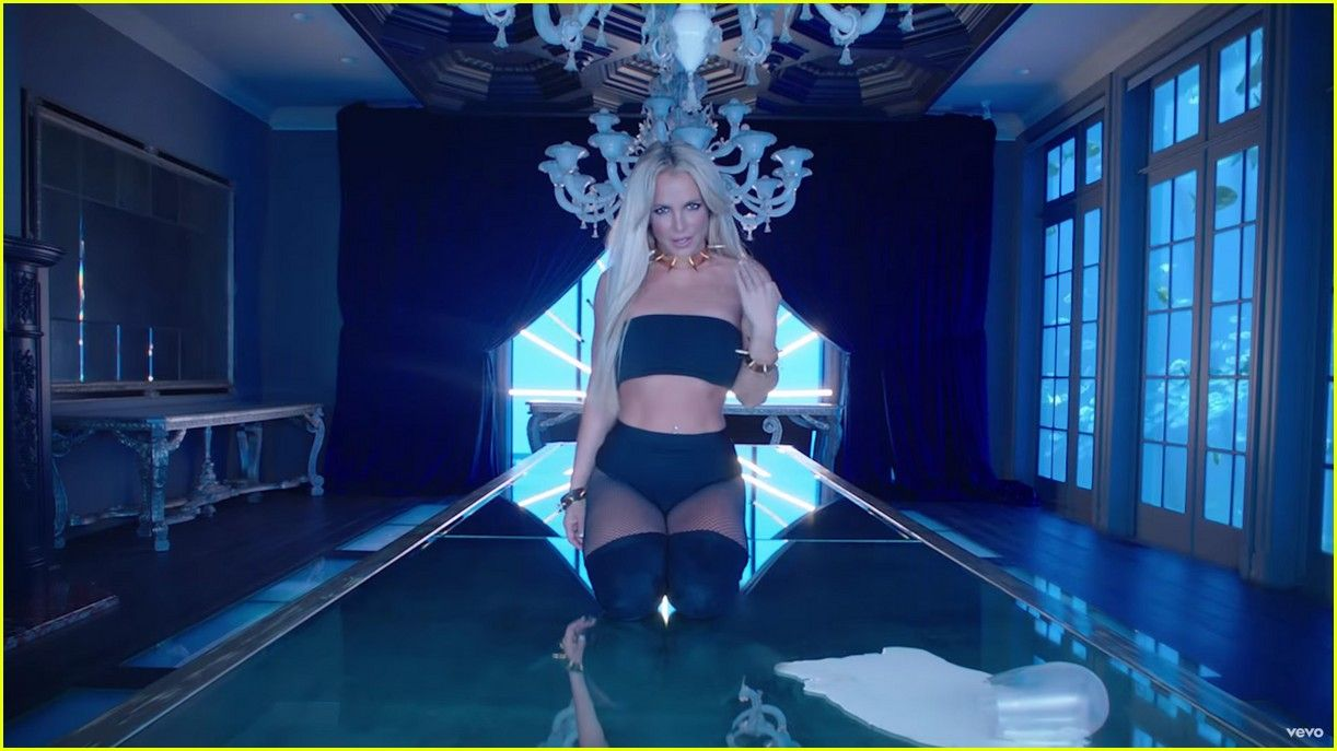 Britney Spears - Slumber Party Music Video