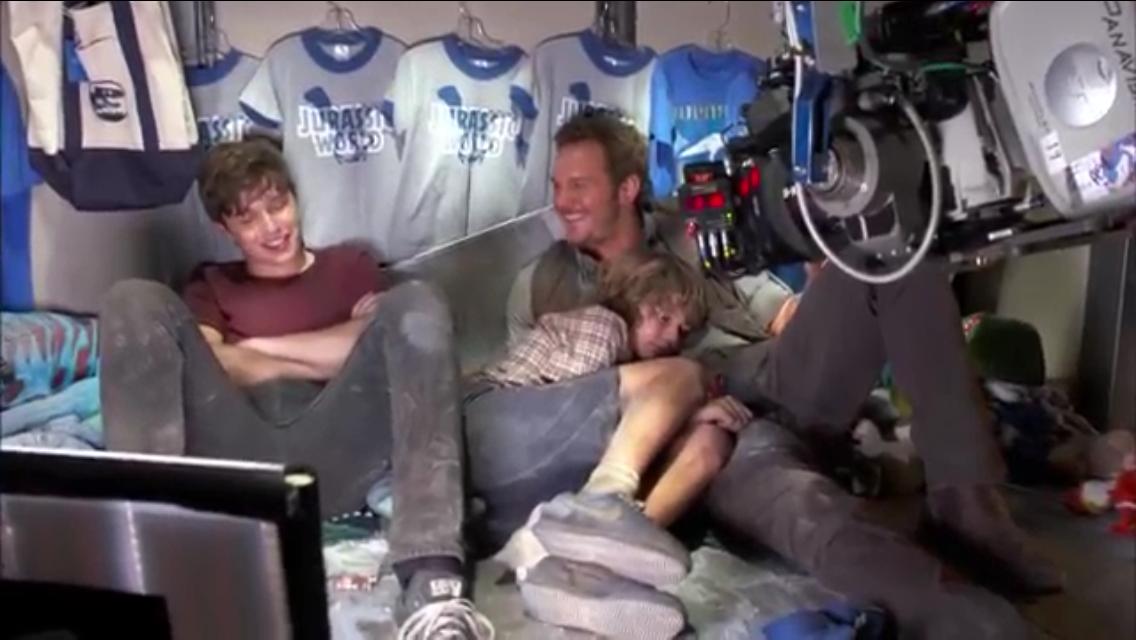 Nick Robinson, Ty Simpkins, and Chris Pratt Behind the Scenes Jurassic World