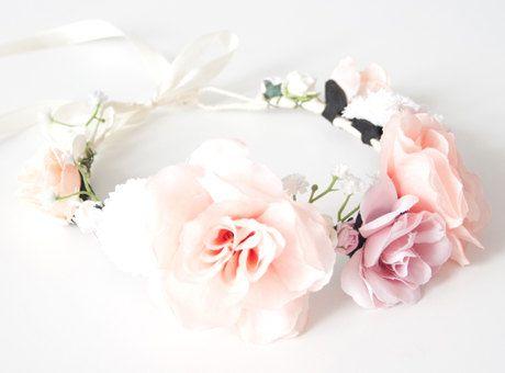 De jolies couronnes de fleurs pour sublimer vos portraits de femmes, c'est l'accessoire indispensable !