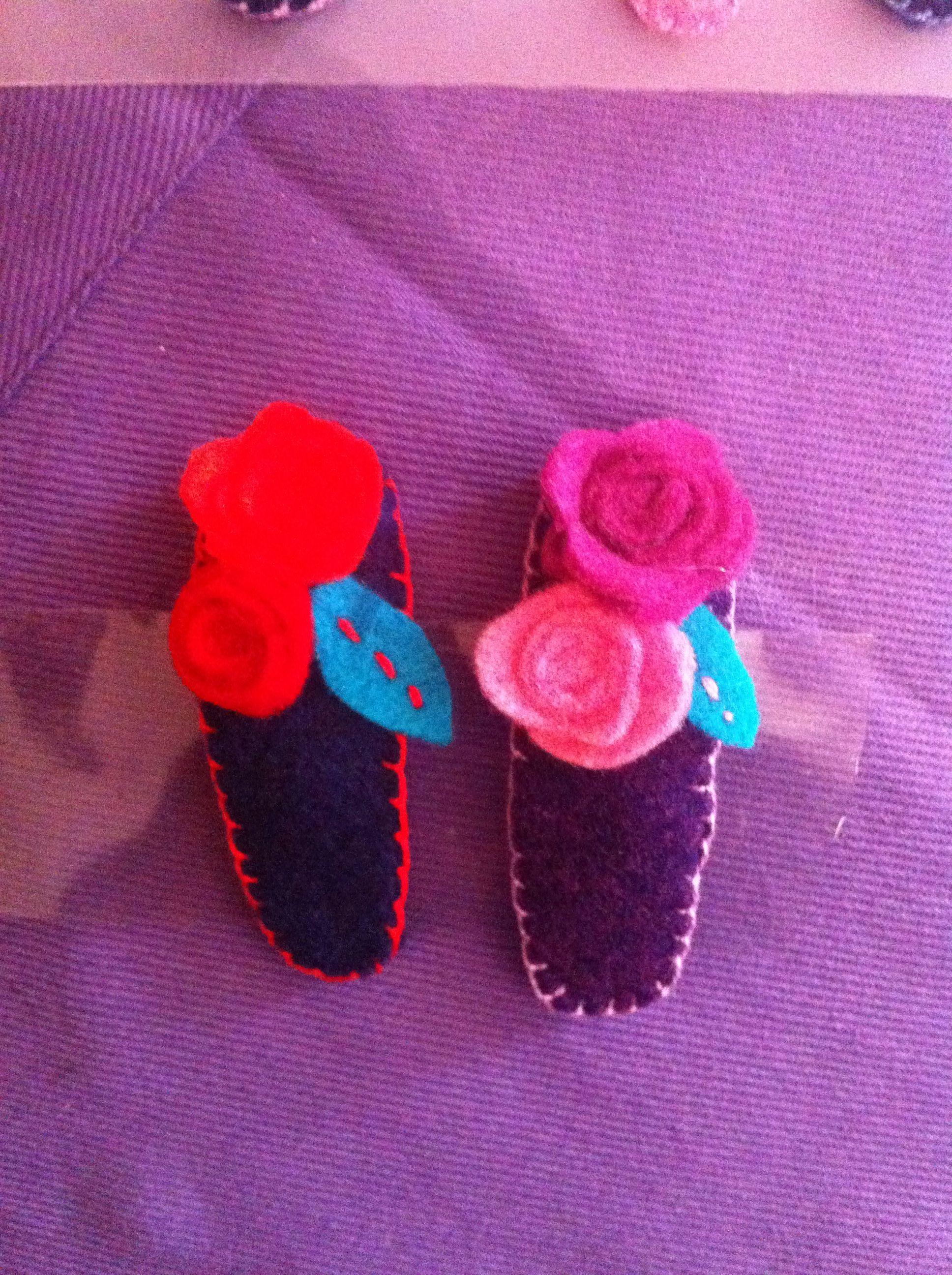 Mollette per capelli in feltro , con fiori, cucite a mano