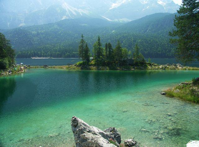 Eibsee, sehr kalt  Eiswasser von der Zugspitze