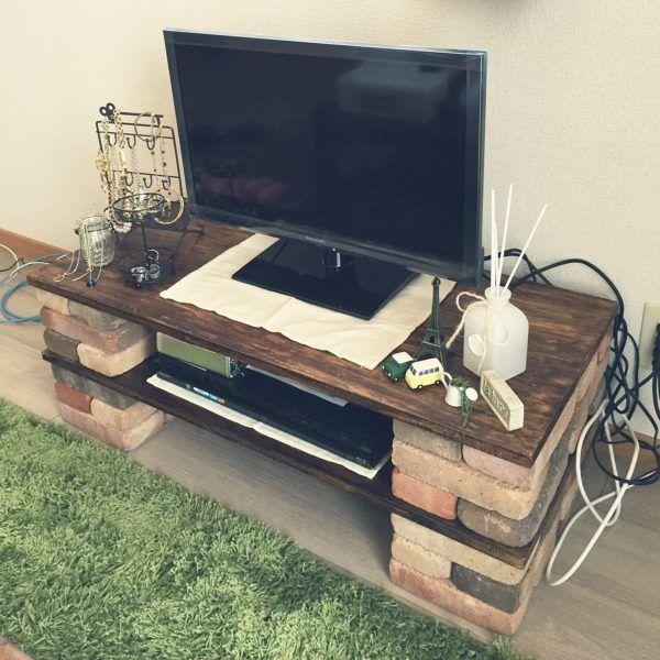 お手軽なのにオシャレ レンガブロックで簡単棚をdiyしよう Folk テレビ台 Diy レンガ テレビ台 手作り リビング レンガ