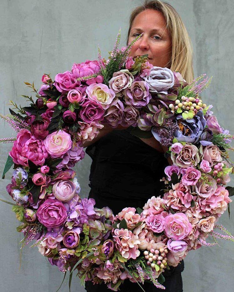 """Photo of tendom.pl negozio online su Instagram: """"Le corone di fiori del nostro laboratorio floristico www.tendom.pl sono di grande bellezza e alta qualità dei materiali. Scegliamo i loro colori … """""""