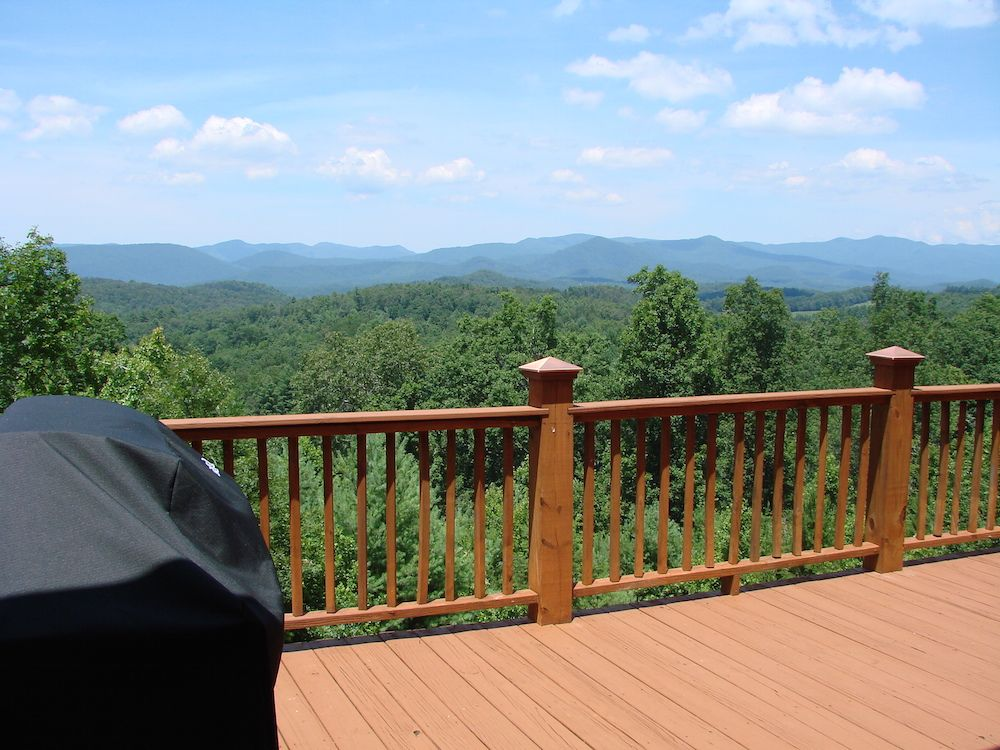 hide with peaceful native wooded nc murphy cabins bee cabin a smoky rentals location vrbo mounta way bumble landscaping