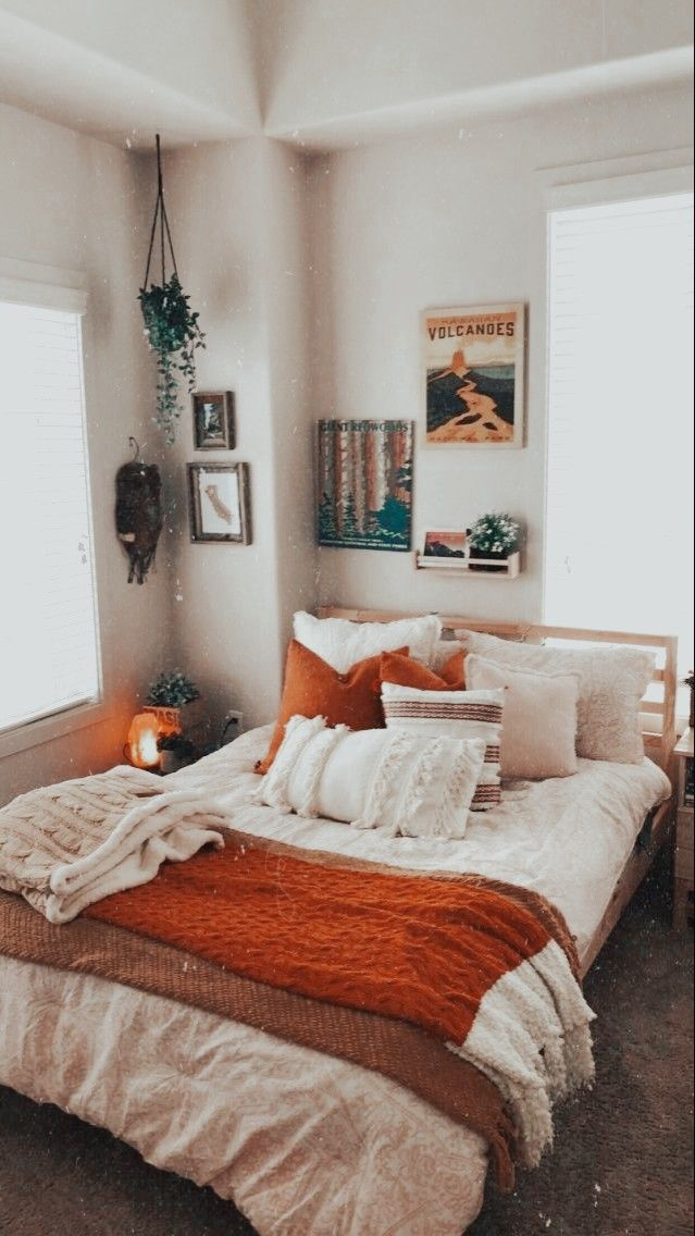 ?????? ?? @????????????? in 2020 | Cozy small bedrooms ... on Room Decor Paredes Aesthetic id=26960