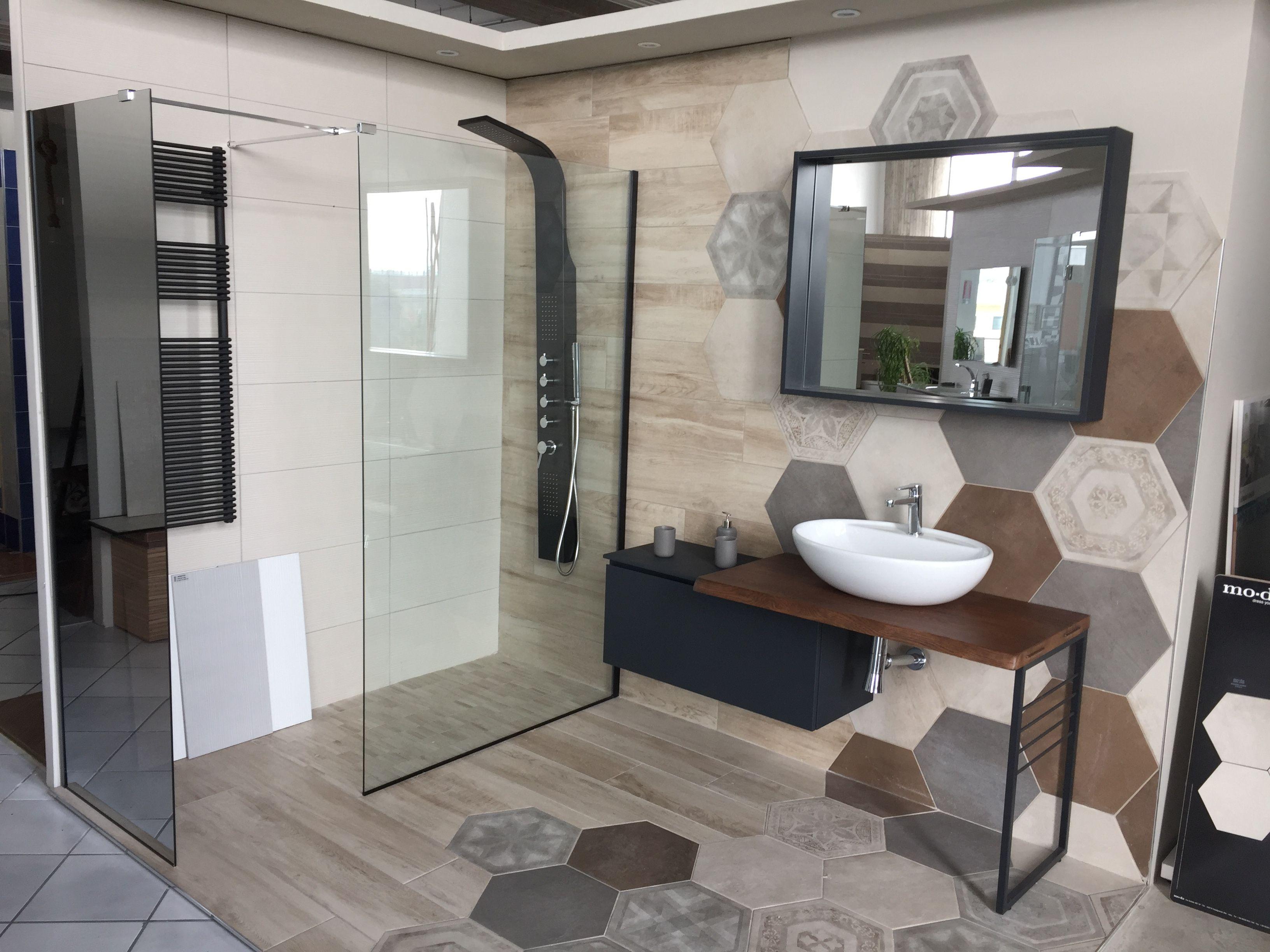 Bagno industriale Grès effetto legno ed esagona Mobile bagno con ...