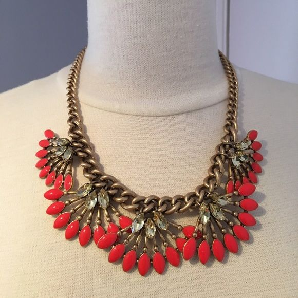 Stella & Dot Coral Cay necklace Beautiful coral statement necklace. Never worn. Stella & Dot Jewelry Necklaces