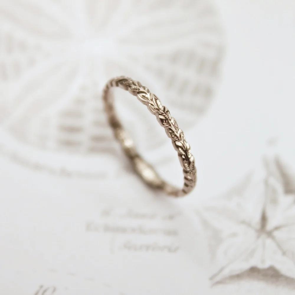 18ct white gold 2mm laurel leaf