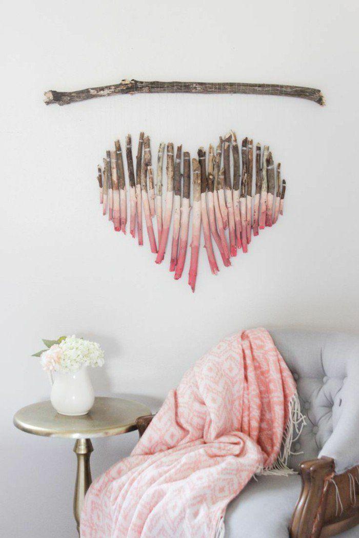 Créez une décoration murale romantique à laide de bois flotté découpé et repeint