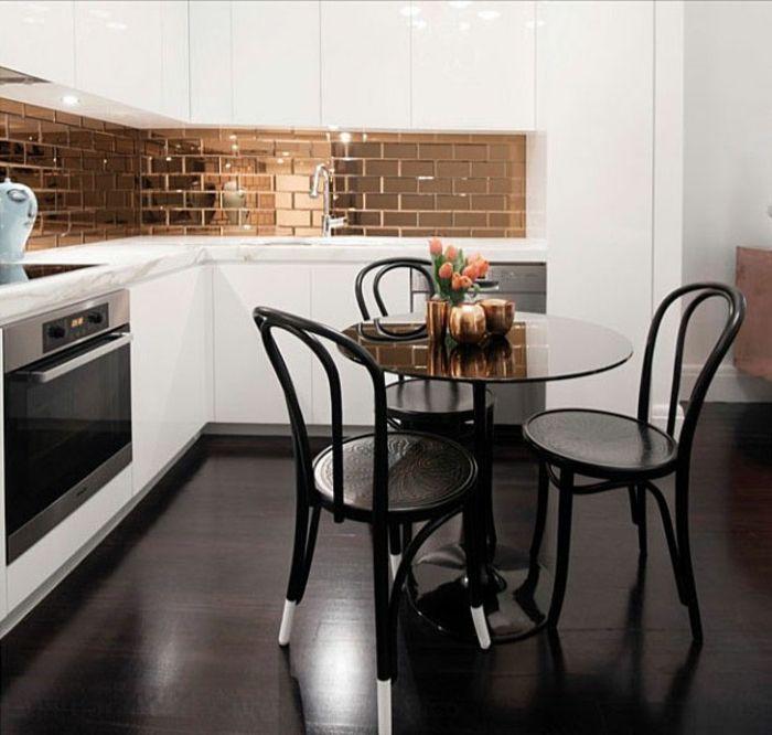 Kleine Küchen Runder Esstisch Schwarzer Boden