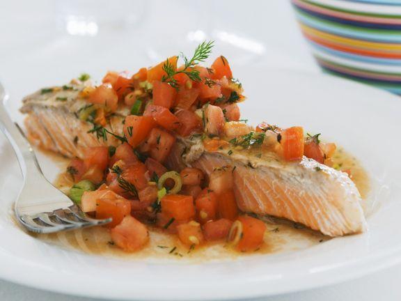 Probieren Sie das leckere Lachsfilet mit Tomaten-Salsa von EAT SMARTER oder eines unserer anderen gesunden Rezepte!