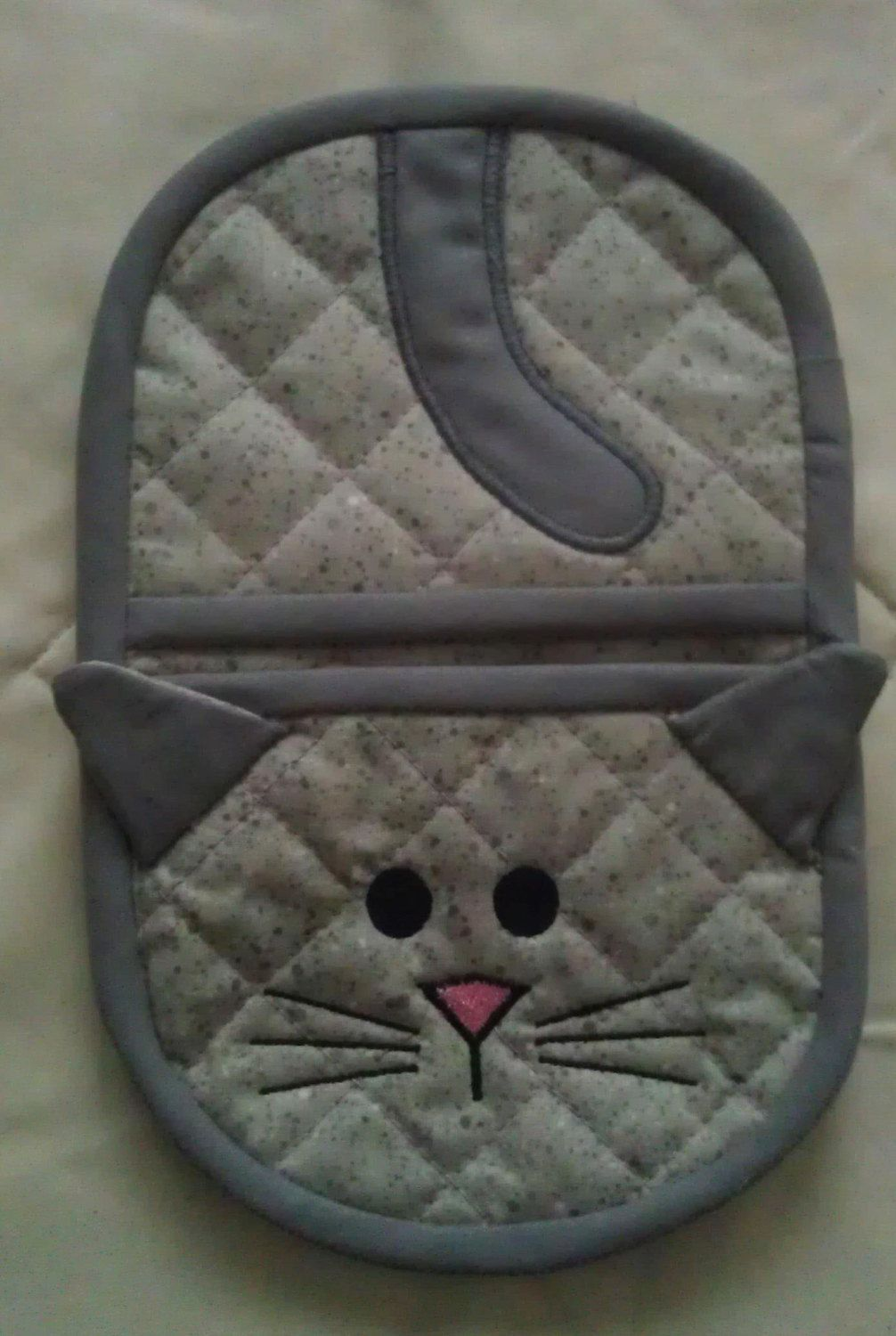 In the hoop Kitty oven mitt by Christysdigitalfiles on Etsy, USD 6.00 Sewing Pinterest Oven ...