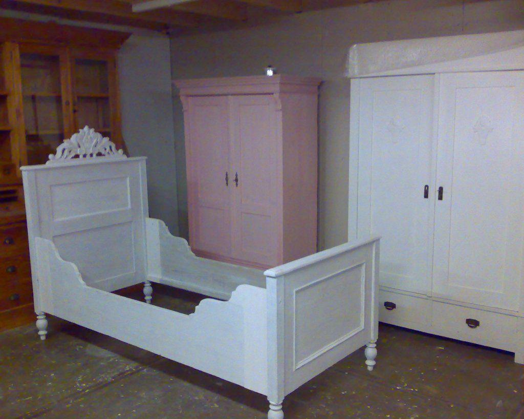 Wegdromen in een brocante of antiek bed van het inboedelhuis kinderkamer 1 pinterest - Kinderkamer taupe ...