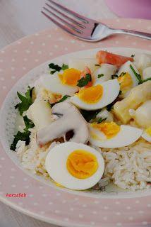 herzelieb: Spargel-Eier-Frikassee und meine glücklichen Hühner    Asparagus, Eggs, Mushrooms and  Rice. Delicious!