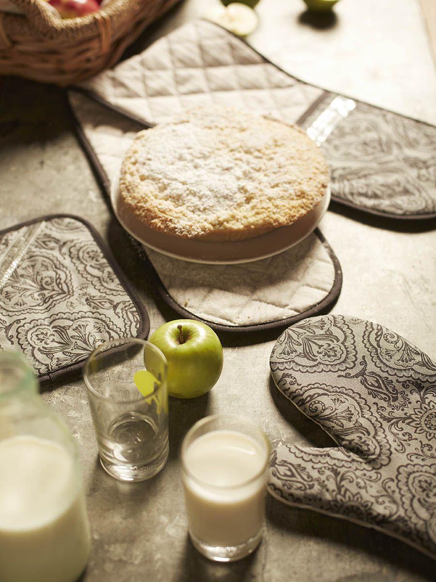 Them apples #kitchen #countrystyle #apples #milkandhoney #alicebrewstylist #ladelle #applepie #homecooking #rustickitchen