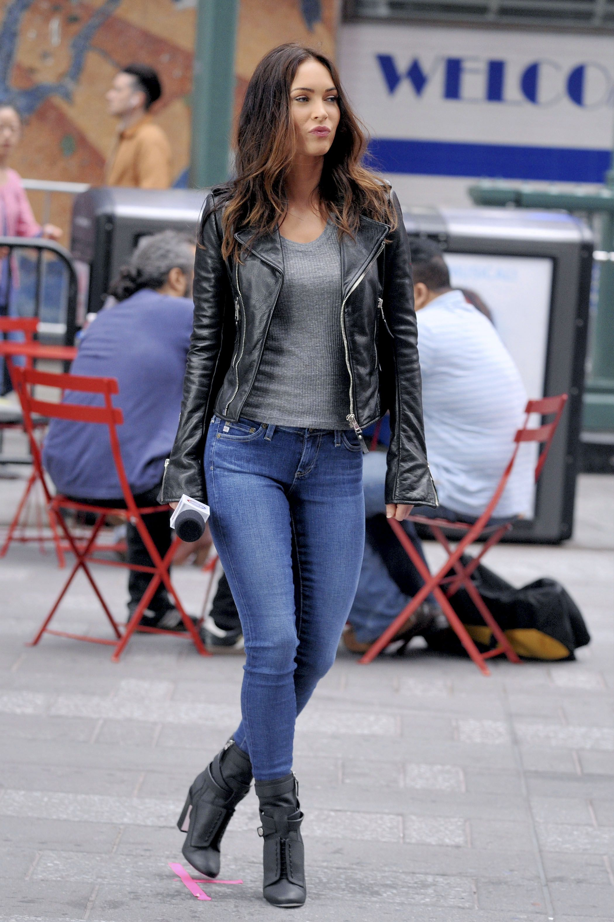 Megan Fox filming 'Teenage Mutant Ninja Turtles 2' in Times Square'on May