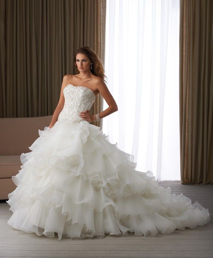 Shop Wedding Gowns: Cheap Bridal Shop Individualistic Delicate Strapless