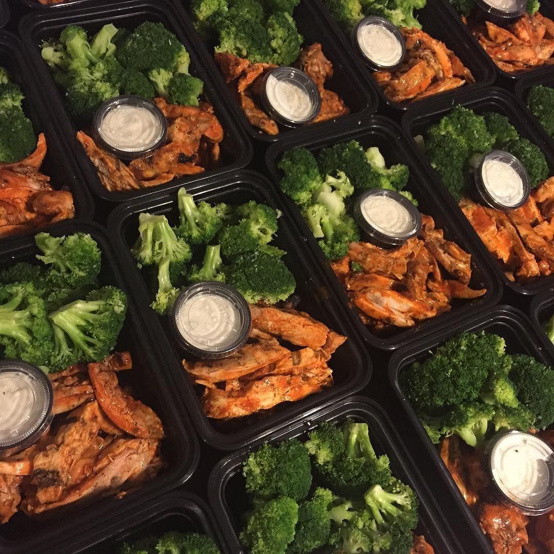 Low carbing?! WE GOT YOU! #mealprep #mealprepmonday #mealprepsunday #buffalochicken #lowcarb #healthyfood #olympia #olympia2015 #olympiaweekend #shredded_academy #shreddedacademy #foodporn by mcmuscles_
