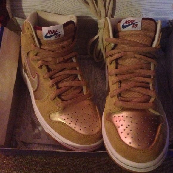 the latest 4a3d2 857d2 Nike dunk high premium SB. Gold and hot pink Nike SB. Nike Shoes