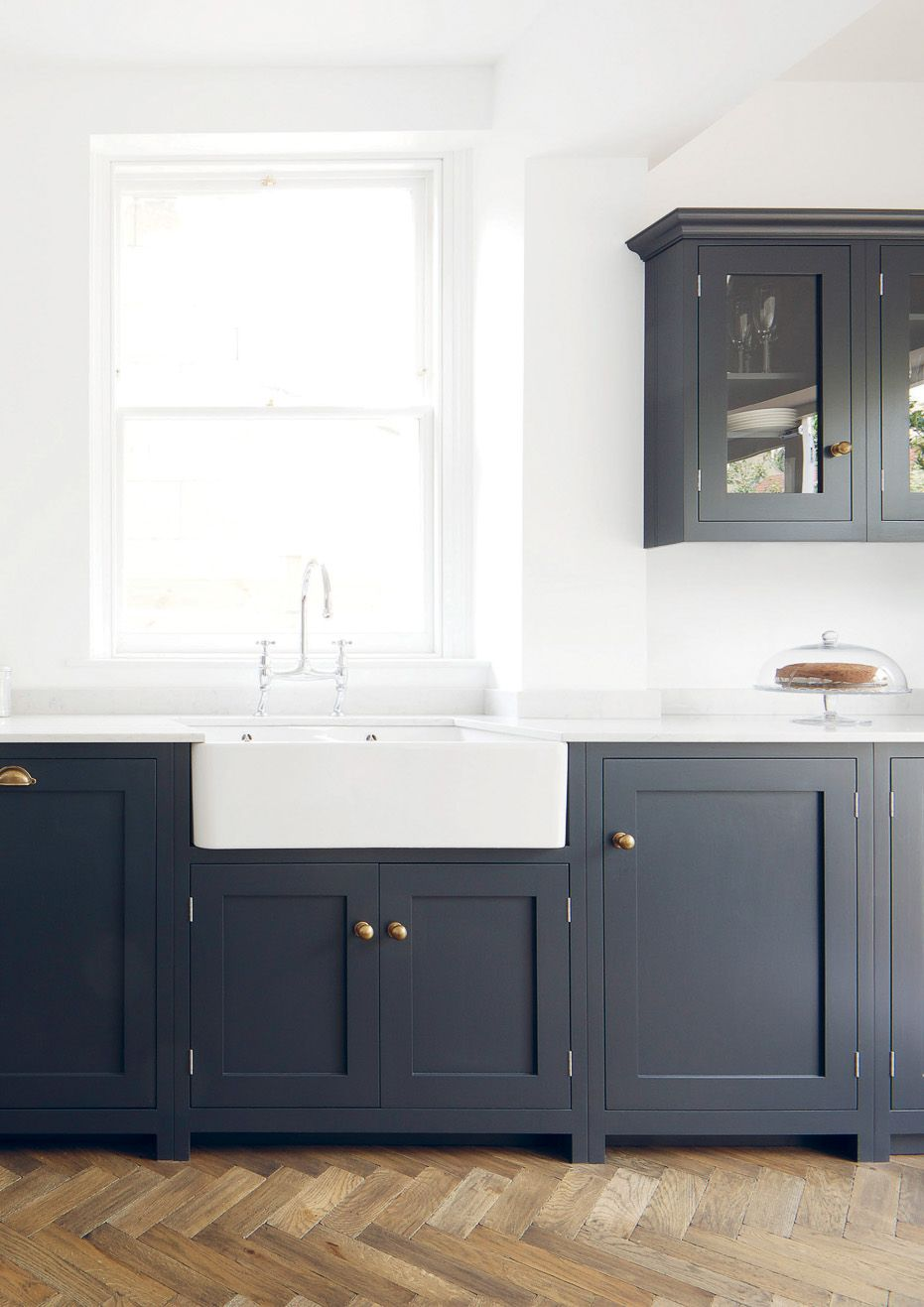navy & brass shaker style cabinets | Renovation | Pinterest | Shaker ...