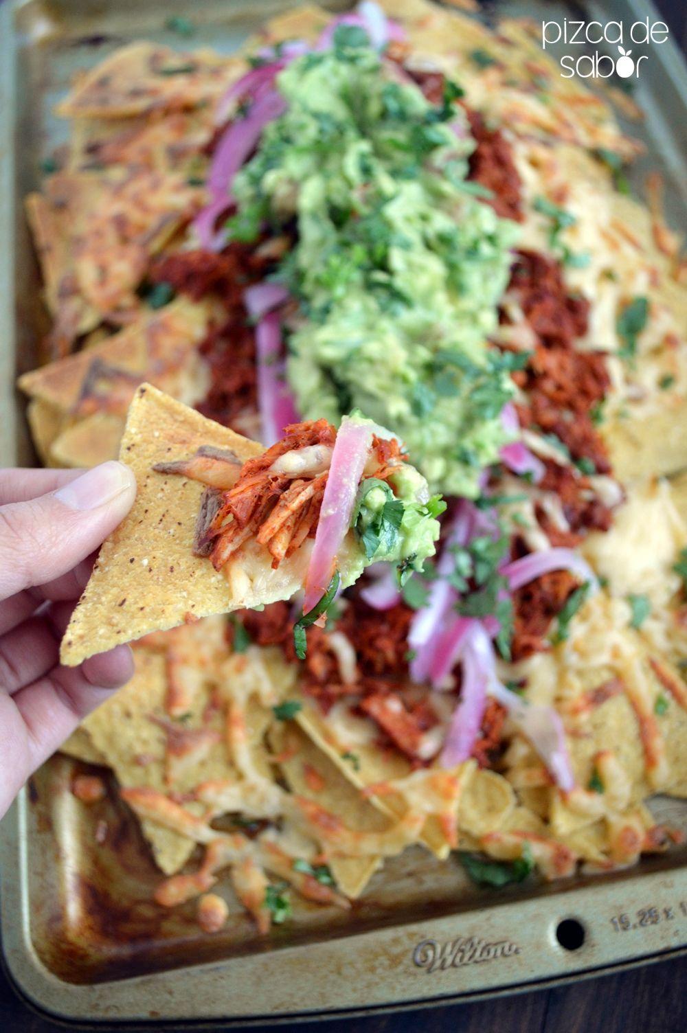 Nachos De Cochinita Pibil Con Guacamole Y Cebollitas Pizca De Sabor Receta Cochinita Pibil Recetas Mexicanas Recetas De Cocina