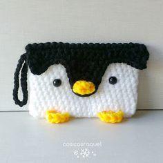 ¡Mirad que cosa tan mona! Un monedero de crochet en forma de pingüino. ¡Queremos tejerlo ya mismo!