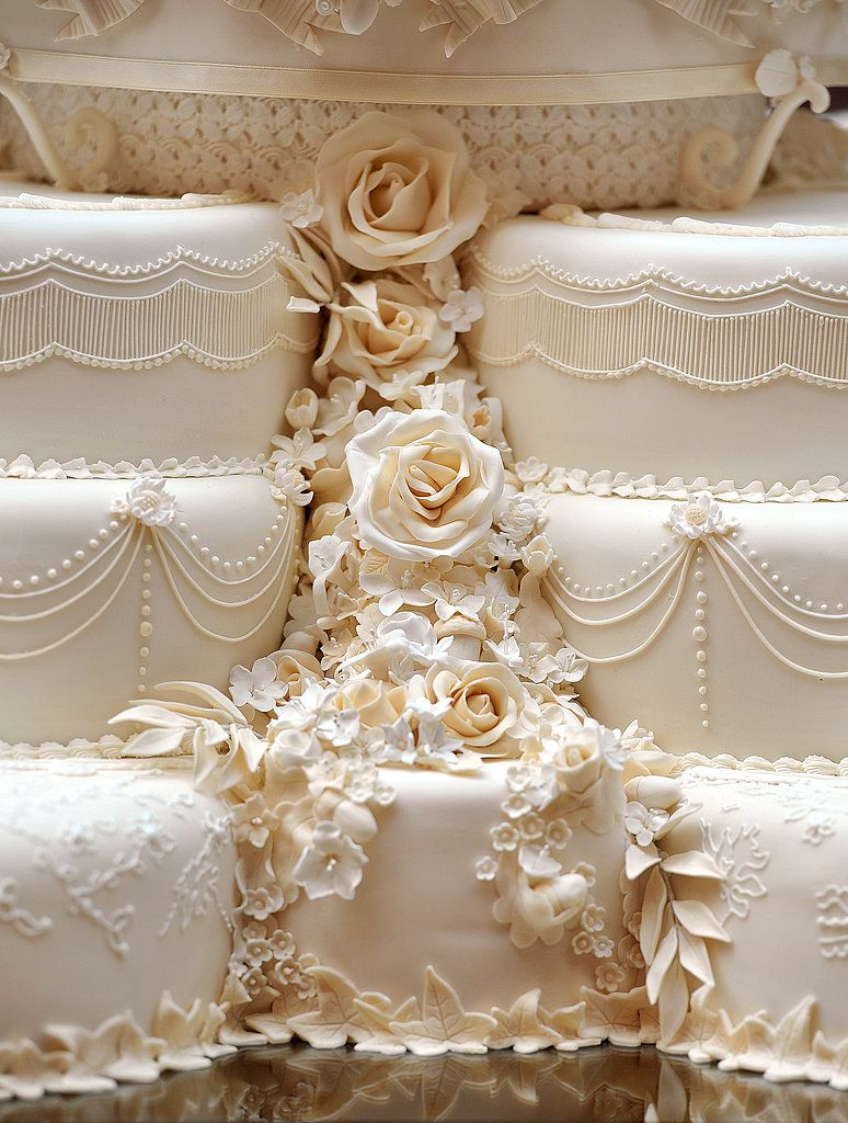 A Detail Look Of William And Kate Middleton S Royal Wedding Cake