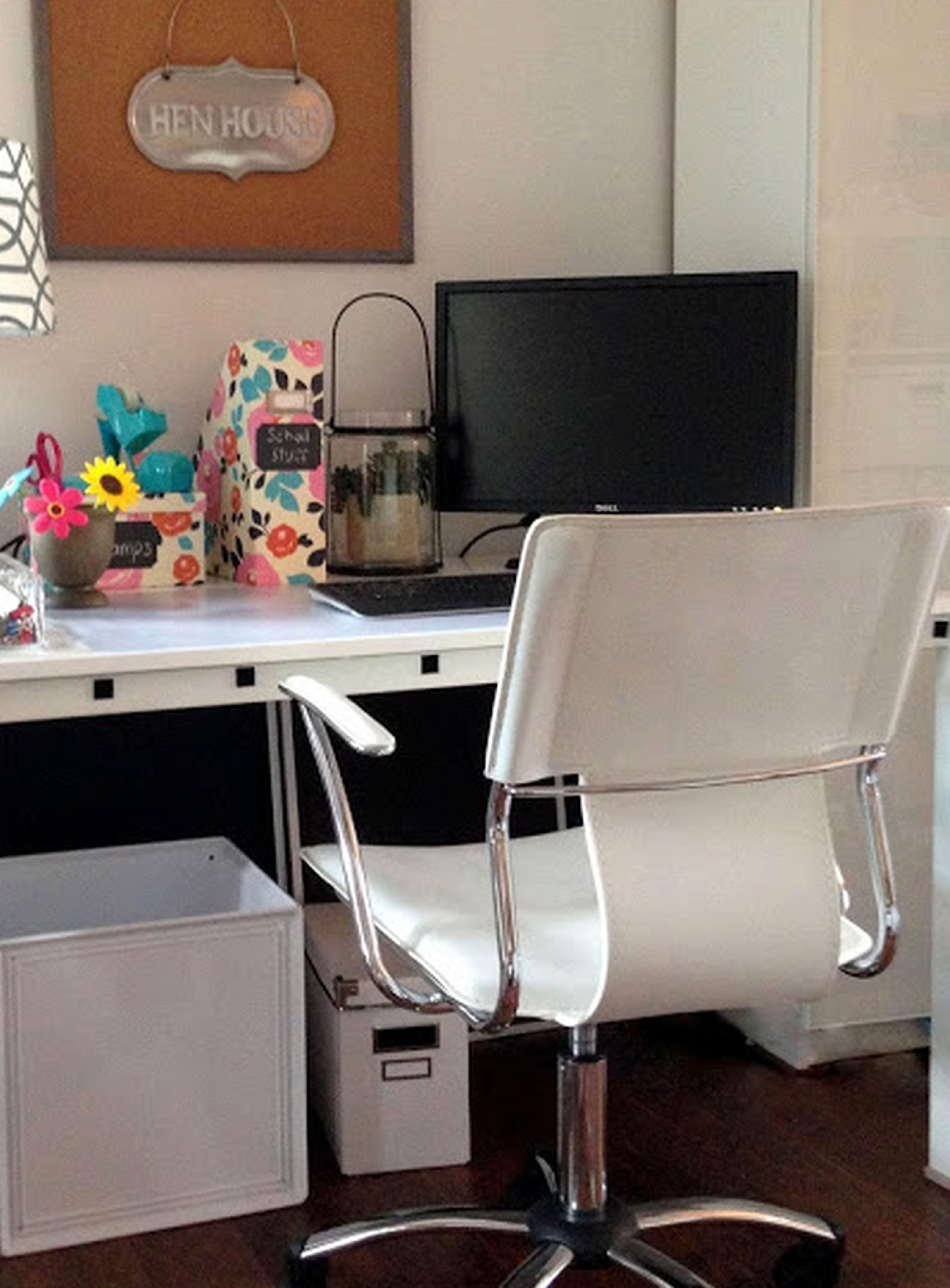 Office Work Desks In 2020 Office Desk Decor Office Desk Designs