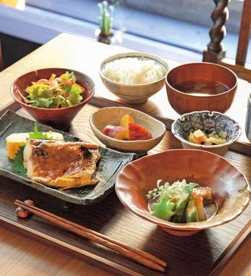 風情ある京町家で朝から夜まで定食を「六角kitchen109」|ウォーカープラス