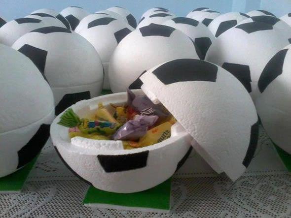 e83541bf5 20 Lembrancinhas Criativas para Festa Futebol