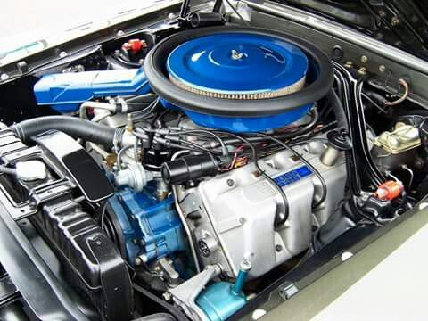 Engine bay of the '70 Boss 428