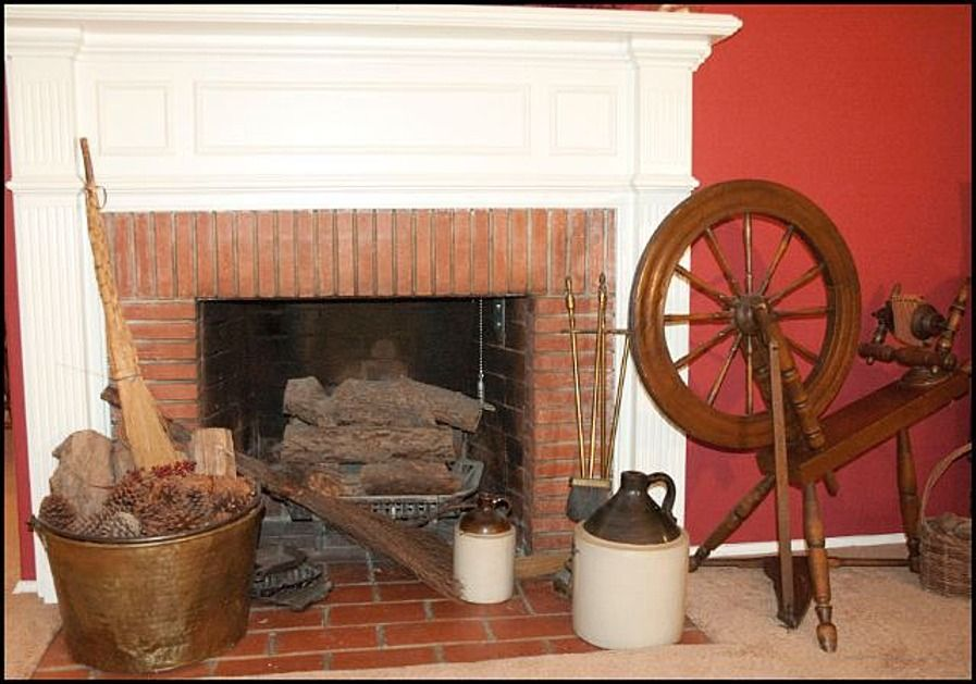 1940s Fireplace Home Living Room 1940s Home Farmhouse