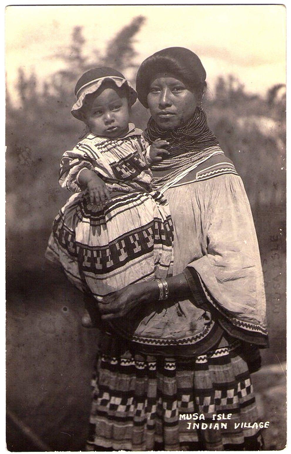 SEMINOLE Mother & child, Musa Isle Indian Village, Miami